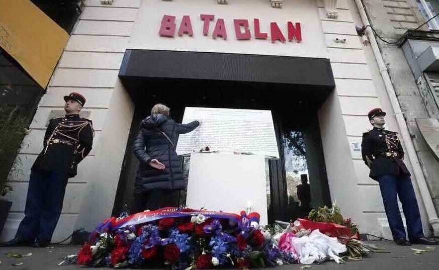 Bataclan, ritrovata in Abruzzo la porta rubata con sopra l'opera di Banksy