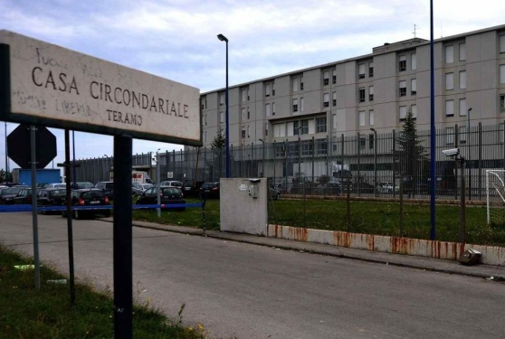 Certa stampa carcere di castrogno al collasso pochi for Diretta parlamento oggi